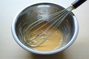 1 卵黄と砂糖の泡立て