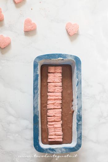 Tutti-i-cuoricini-allineati-al-centro-del-plumcake-Ricetta-Plumcake-con-cuore-a-sopresa