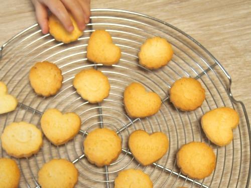 子供に安心の手作りおやつ、ココナッツオイルクッキーのレシピ