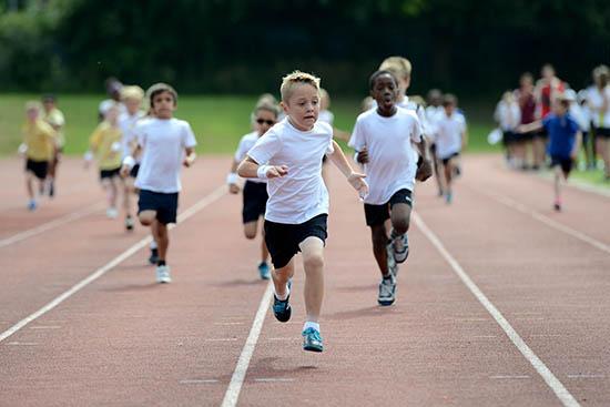 かけっこは練習すれば速くなる!速く走れる練習方法
