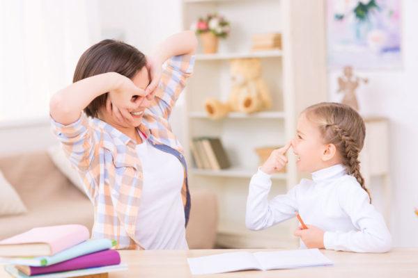 勉強できる子供に育てる、正しいリビング学習法4つ